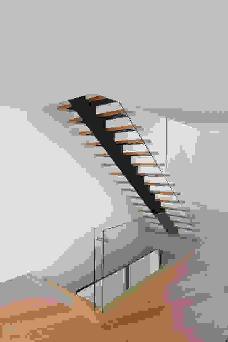 JPS Atelier - Arquitectura, Design e Engenharia Modern Corridor, Hallway and Staircase