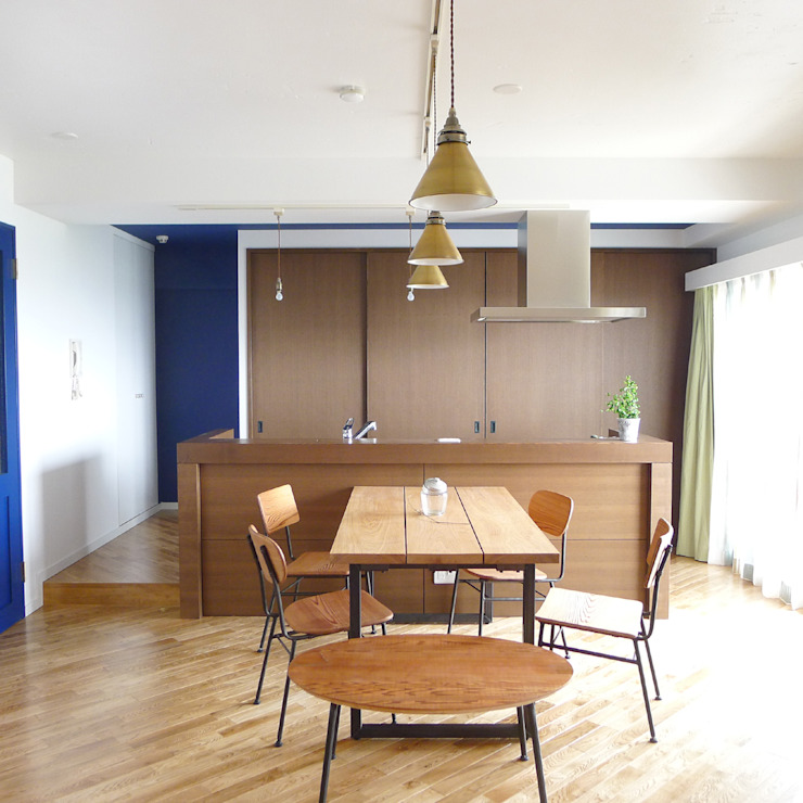 Kitchen by 株式会社K's建築事務所, Eclectic Wood Wood effect