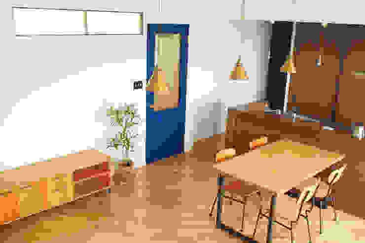 Ruang Keluarga Modern Oleh 株式会社K's建築事務所 Modern
