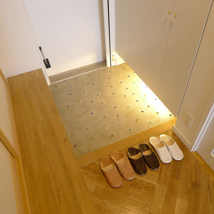 Modern Corridor, Hallway and Staircase by 株式会社K's建築事務所 Modern Wood Wood effect