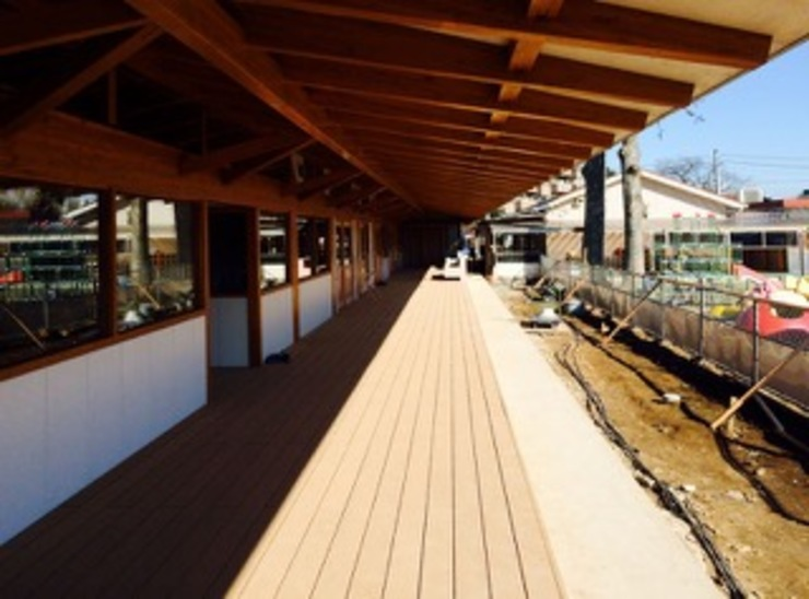 Open corridor オリジナルスタイルの 玄関&廊下&階段 の 伊藤邦明都市建築研究所 オリジナル 木 木目調