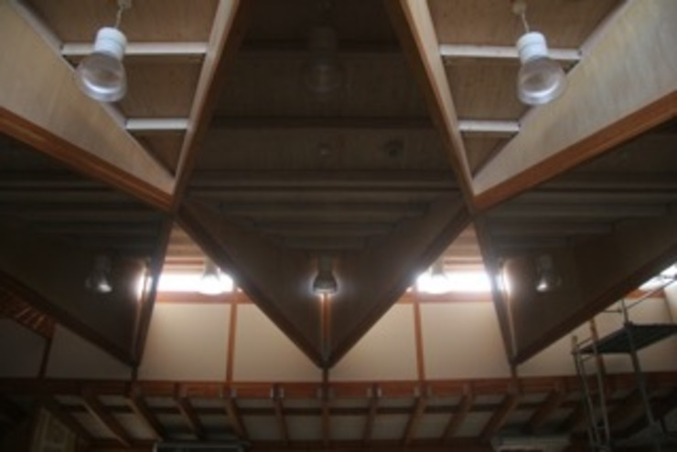 ceiling of playing room オリジナルデザインの ホームジム の 伊藤邦明都市建築研究所 オリジナル 木 木目調