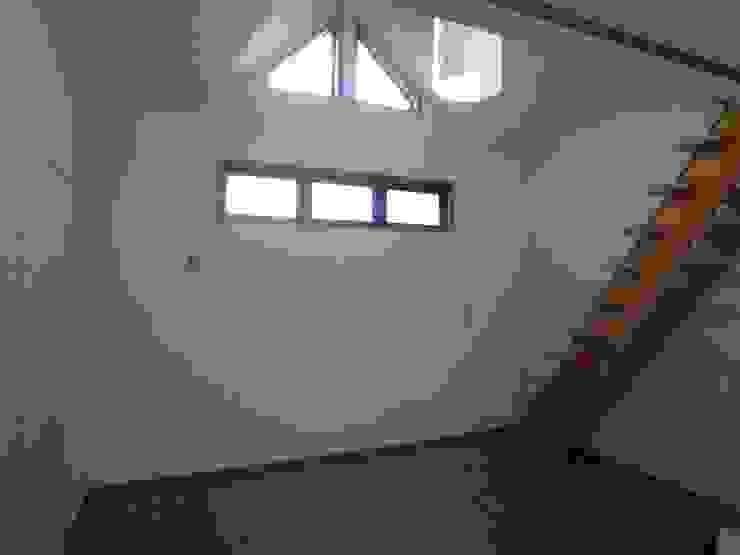 寺池台の家: 伊東建築計画室が手掛けた現代のです。,モダン