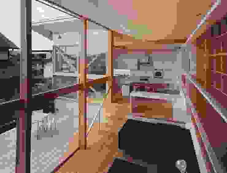 新千里南町: 伊東建築計画室が手掛けたテラス・ベランダです。