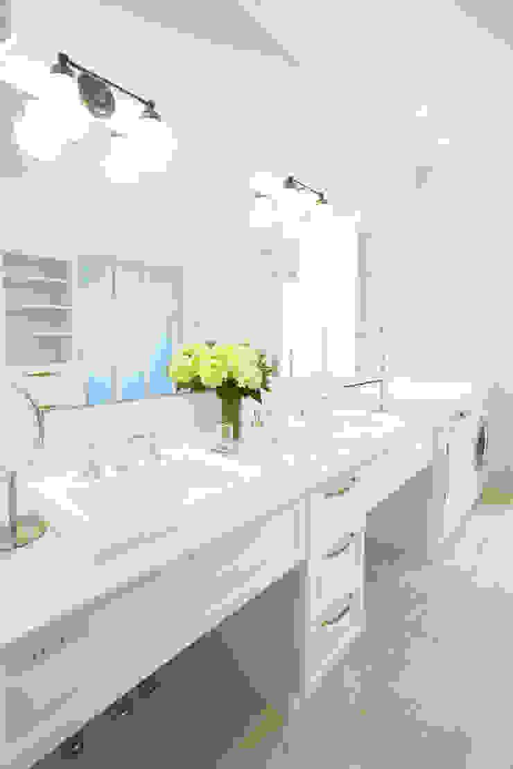 機能とデザインを兼ね備えた洗面脱衣室 クラシックスタイルの お風呂・バスルーム の 株式会社Linewood クラシック