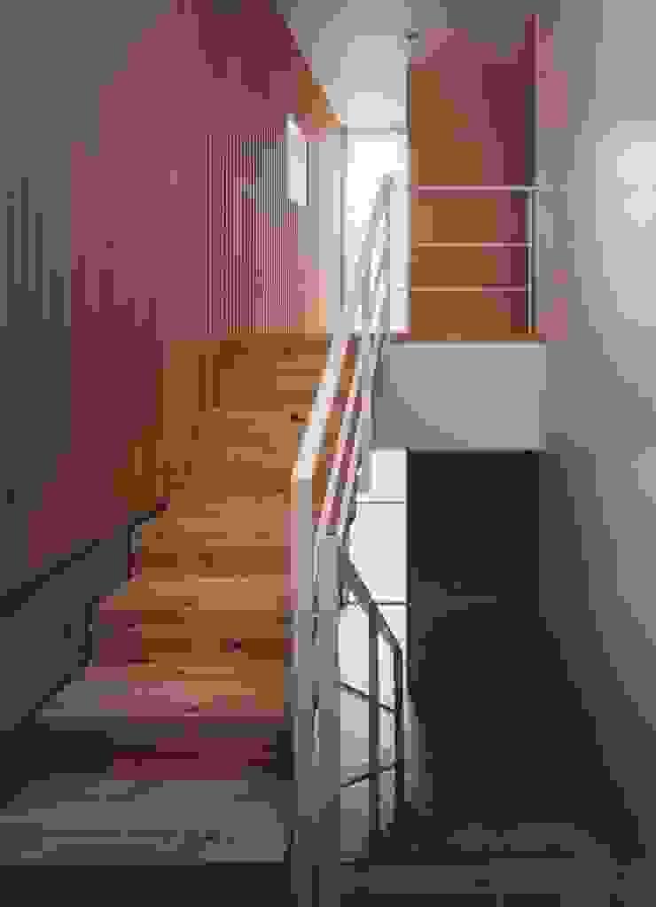 新千里南町 モダンスタイルの 玄関&廊下&階段 の 伊東建築計画室 モダン