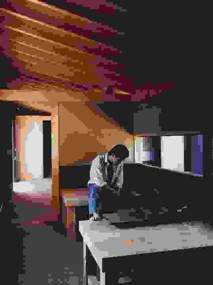 備前の家 モダンスタイルの寝室 の 伊東建築計画室 モダン