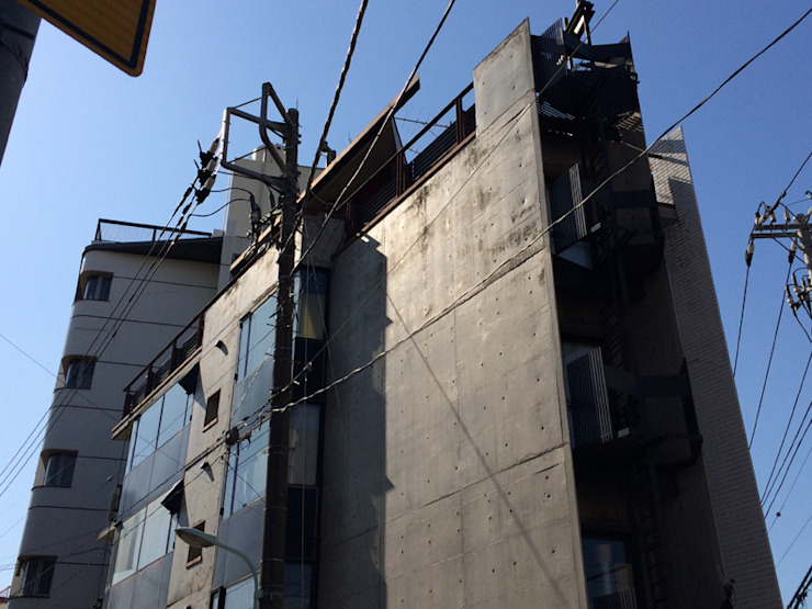 looking up at the north edge of Azabu Central Point オリジナルな 家 の 伊藤邦明都市建築研究所 オリジナル