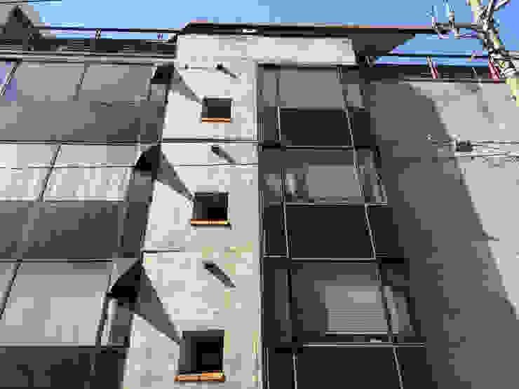 east elevation オリジナルな 家 の 伊藤邦明都市建築研究所 オリジナル 鉄/鋼
