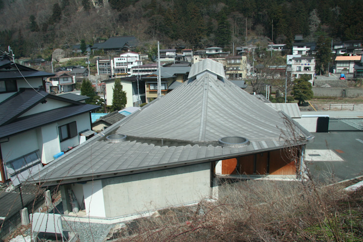 view from the Senzan Line which connects Sendai City and Yamagata City オリジナルな 家 の 伊藤邦明都市建築研究所 オリジナル 金属