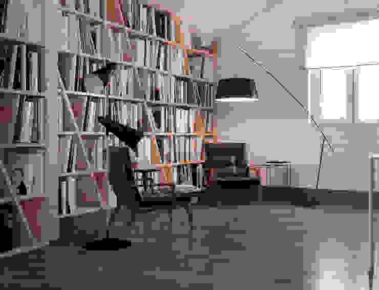 Minimalistyczne domowe biuro i gabinet od homify Minimalistyczny Drewno O efekcie drewna