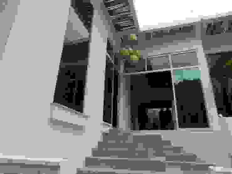 fachada renovada Casas eclécticas de bello diseño! Ecléctico