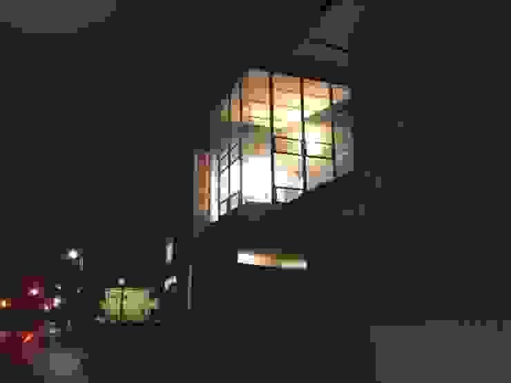 A lantern of the town corner オリジナルな 家 の 伊藤邦明都市建築研究所 オリジナル ガラス