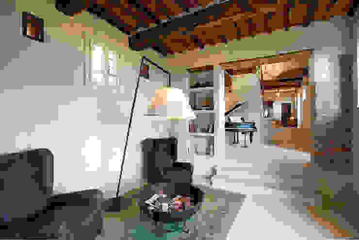 Klasyczny korytarz, przedpokój i schody od marco bonucci fotografo Klasyczny