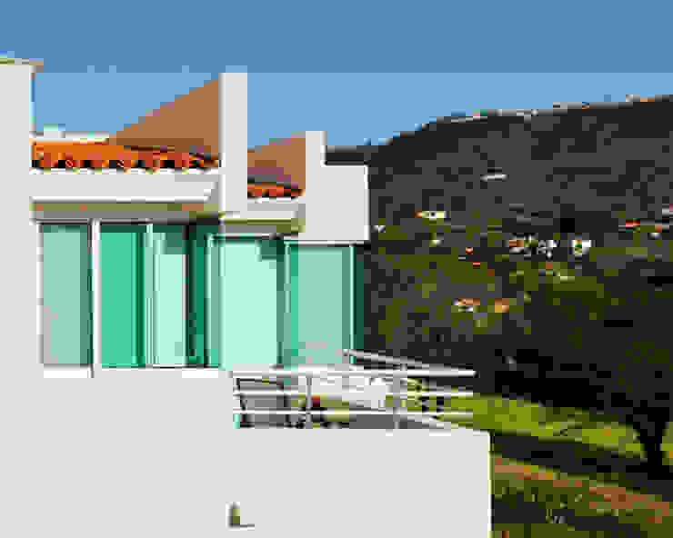 fachada de cristal Excelencia en Diseño Casas modernas Ladrillos Blanco