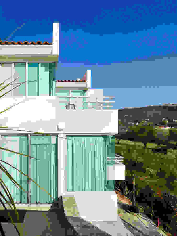 fachada trasera Excelencia en Diseño Casas modernas Ladrillos Blanco
