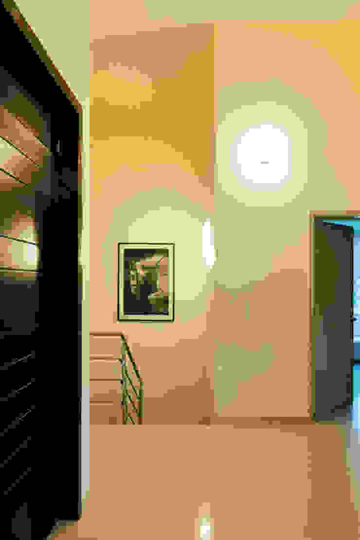 distribuidor Excelencia en Diseño Pasillos, vestíbulos y escaleras modernos Ladrillos Beige