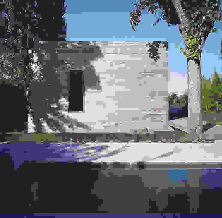 Transformación de cobertizo en vivienda MARTIN MARTIN ARQUITECTOS Casas de estilo minimalista