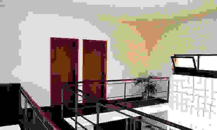 Casa   Póvoa da Galega   Mafra Corredores, halls e escadas modernos por ATELIER DA CIDADE Moderno