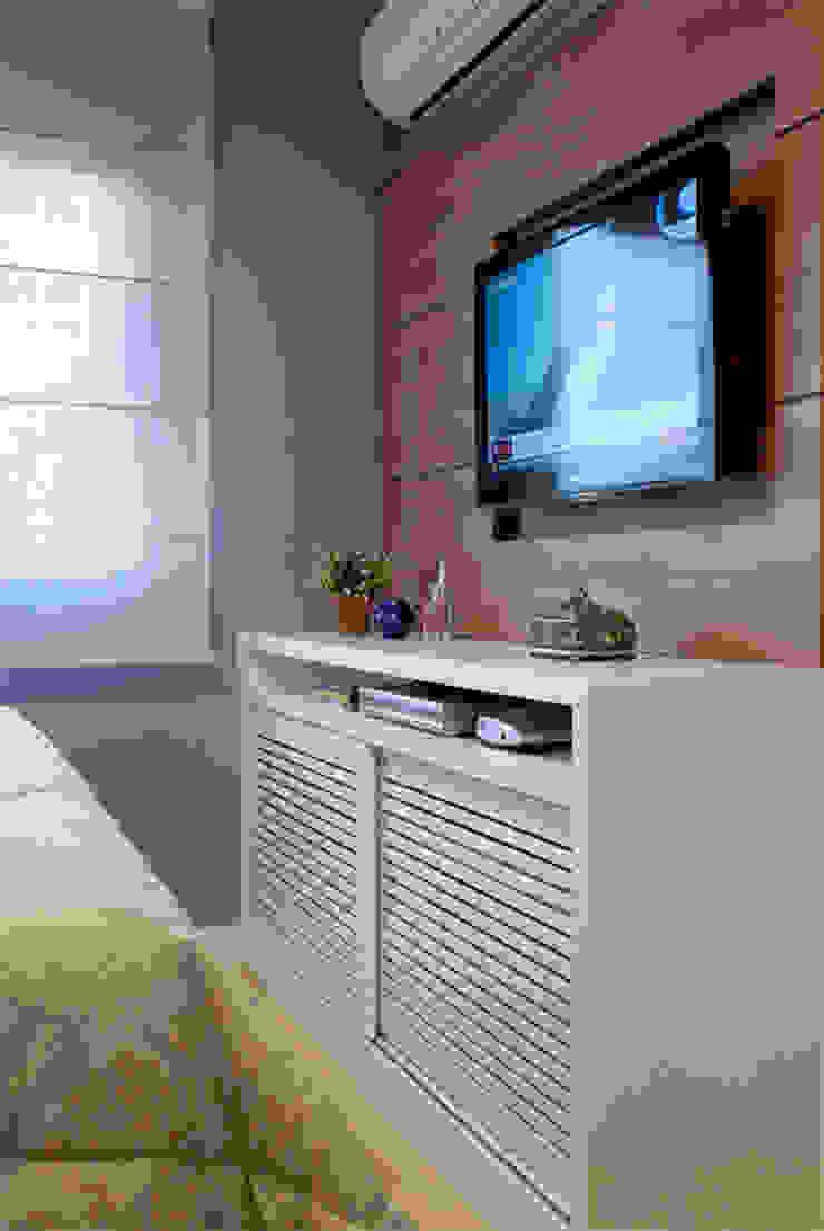 Suíte Casal Apartamento 2 Quartos modernos por Angela Ognibeni Arquitetura e Interiores Moderno