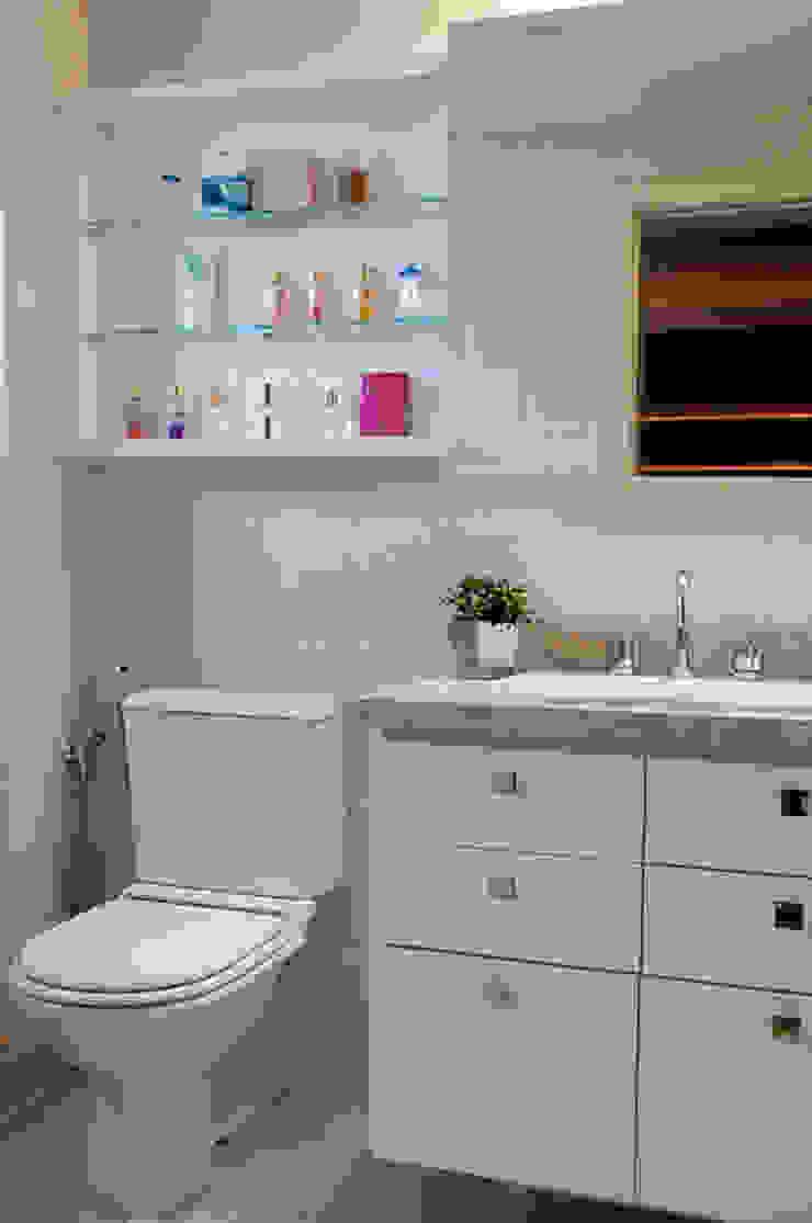 Suíte Casal Apartamento 2 Banheiros modernos por Angela Ognibeni Arquitetura e Interiores Moderno