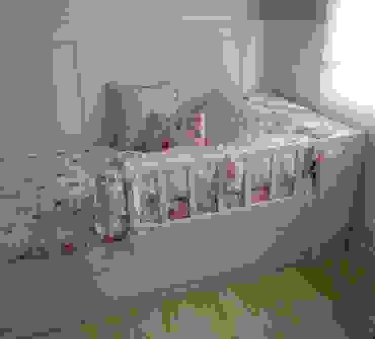 Dormitório Menina ( 2 anos ) Quarto infantil moderno por Angela Ognibeni Arquitetura e Interiores Moderno