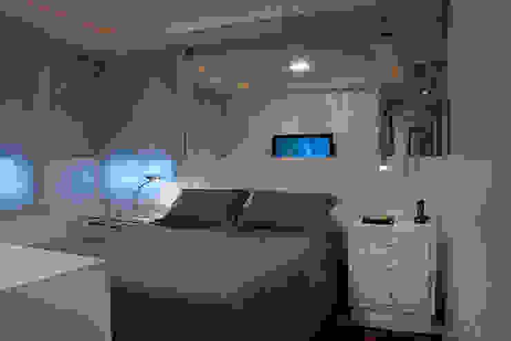 Спальня в стиле модерн от Angela Ognibeni Arquitetura e Interiores Модерн