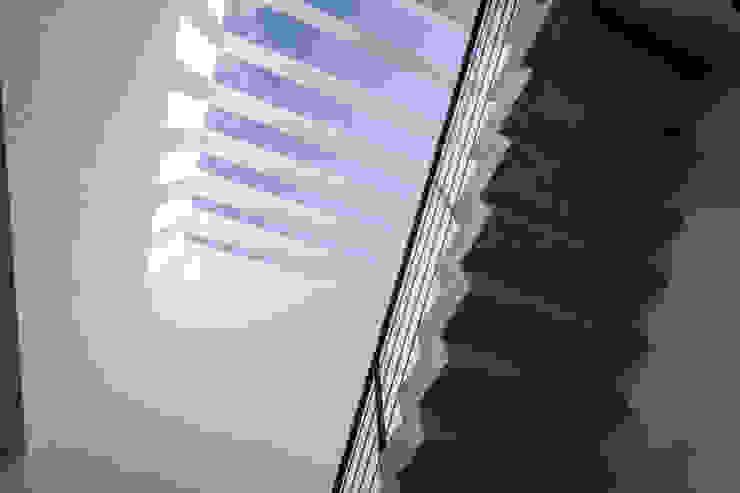 PRO-MEDICA Pasillos, vestíbulos y escaleras minimalistas de Estudio Tresuncuarto Minimalista