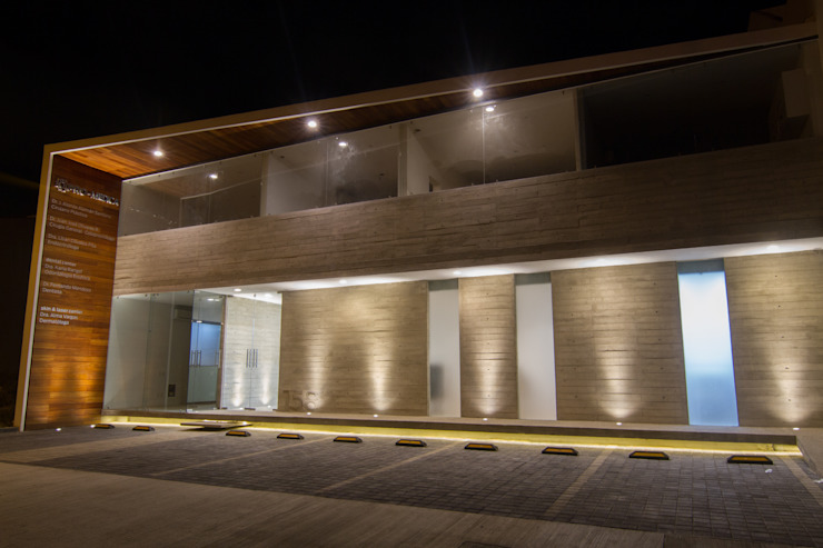 PRO-MEDICA Casas minimalistas de Estudio Tresuncuarto Minimalista