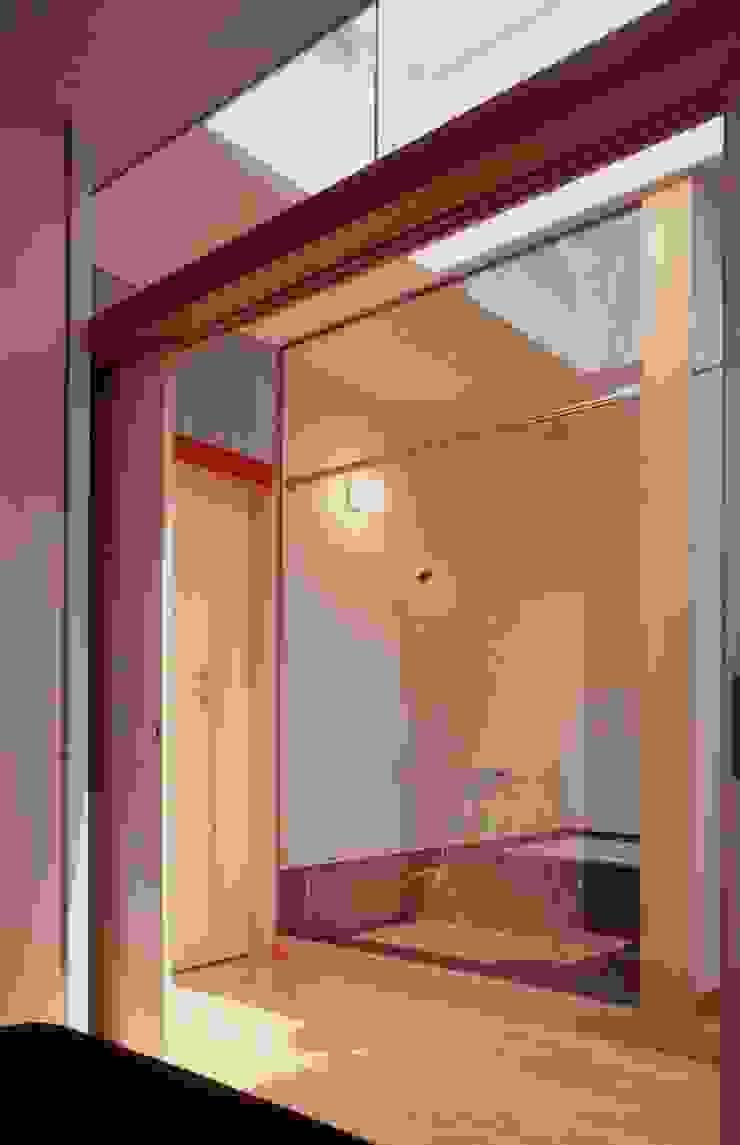 有限会社加々美明建築設計室 現代浴室設計點子、靈感&圖片