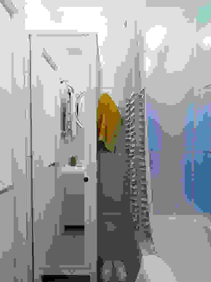 Яркая квартира Ванная комната в скандинавском стиле от Olesya Parkhomenko Скандинавский