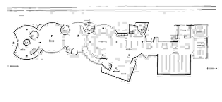 1F Plan of JR IWAKI HANAWA Station オリジナルデザインの 多目的室 の 伊藤邦明都市建築研究所 オリジナル 木 木目調