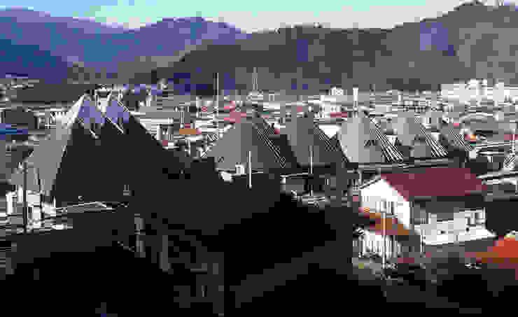 As the landmark of HANAWA Town オリジナルデザインの 多目的室 の 伊藤邦明都市建築研究所 オリジナル 金属