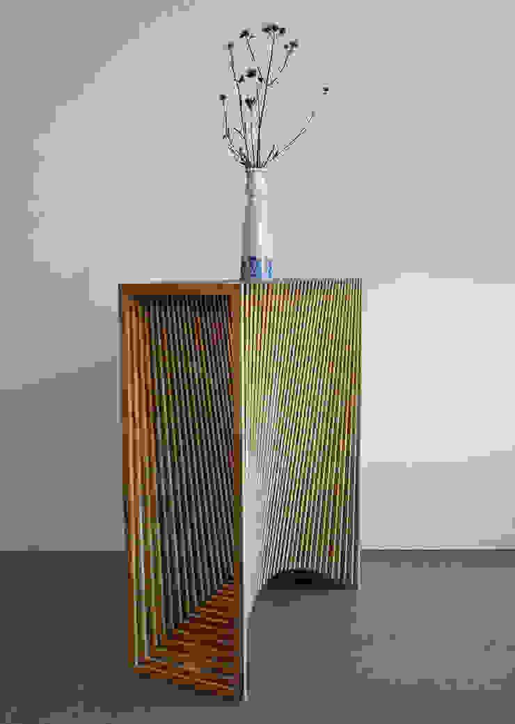 Latten bijzetmeubel met 2x radius: modern  door meubelmakerij mertens, Modern Hout Hout