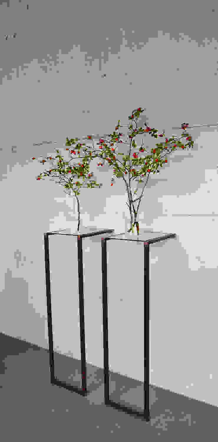 Tweepootje: modern  door meubelmakerij mertens, Modern Hout Hout