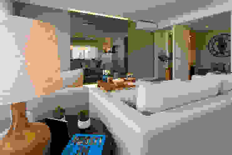 غرفة المعيشة تنفيذ Traço Magenta - Design de Interiores, حداثي