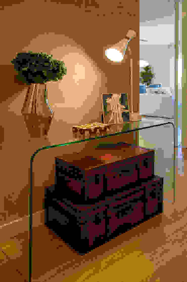 Pasillos, vestíbulos y escaleras de estilo moderno de Traço Magenta - Design de Interiores Moderno