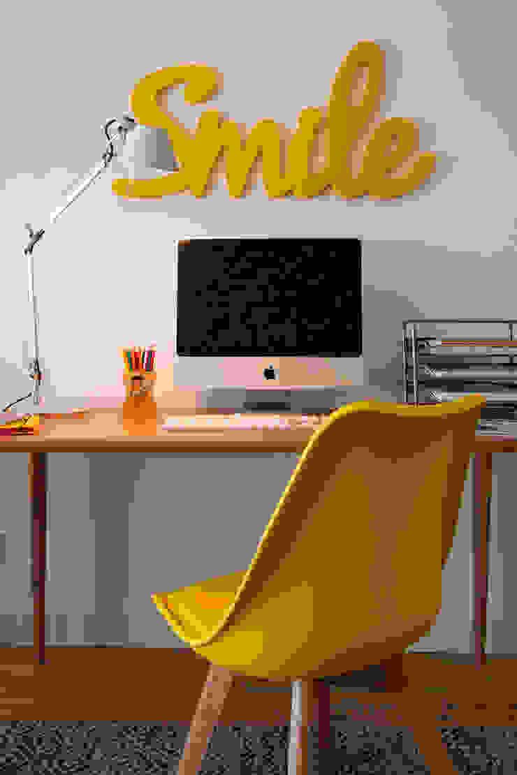 Quarto Jovem Quartos modernos por Traço Magenta - Design de Interiores Moderno