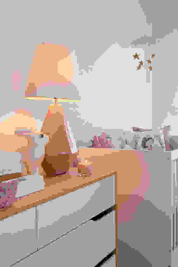 Quarto Bebé Quartos de criança modernos por Traço Magenta - Design de Interiores Moderno