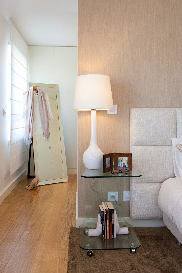 Suite do Casal_pormenor da mesa de caveceira Quartos modernos por Traço Magenta - Design de Interiores Moderno