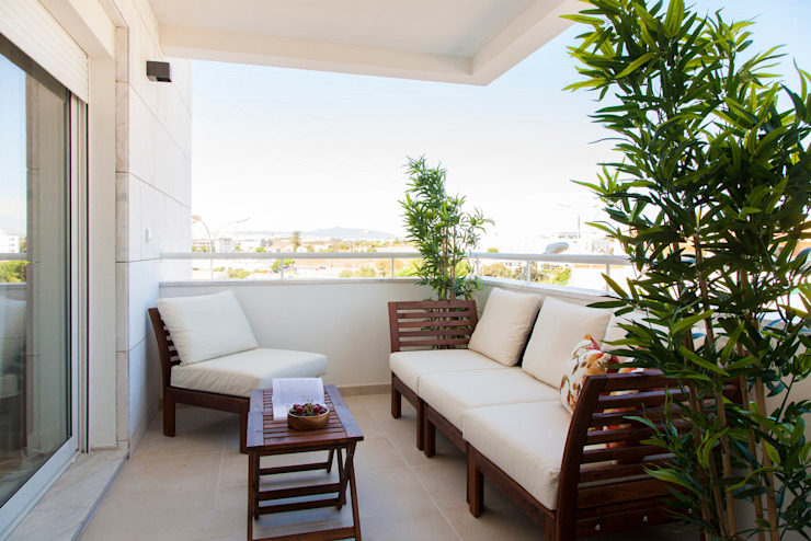 Modern style balcony, porch & terrace by Traço Magenta - Design de Interiores Modern