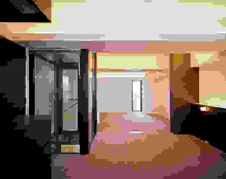 Ruang Keluarga Modern Oleh 片岡直樹設備設計一級建築士事務所 Modern