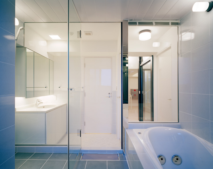 Modern bathroom by 片岡直樹設備設計一級建築士事務所 Modern