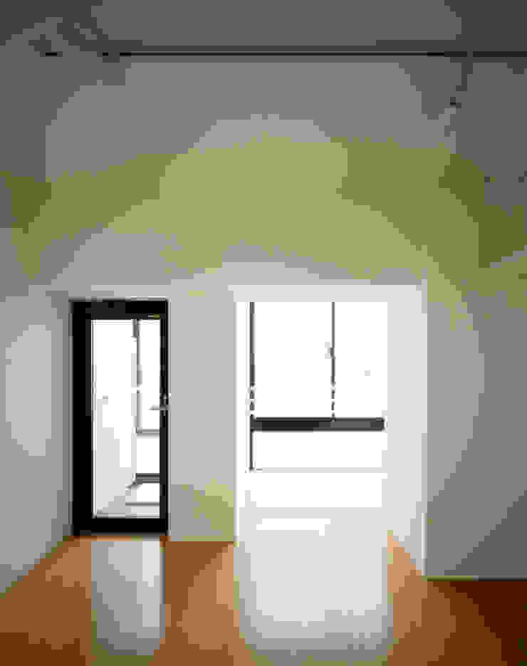 プラザレジデンス8 モダンデザインの リビング の 片岡直樹設備設計一級建築士事務所 モダン