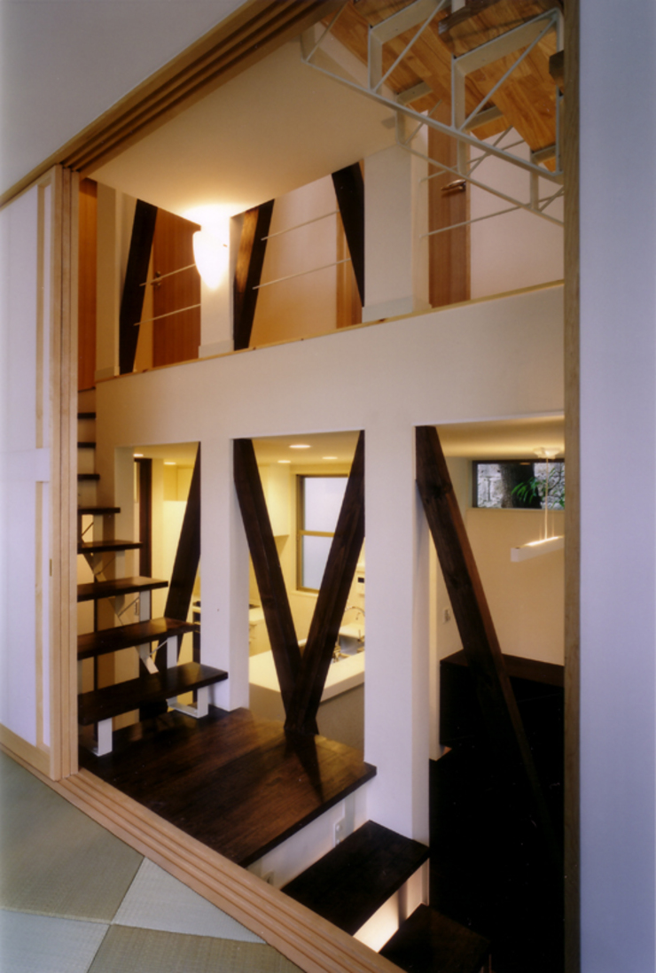 中2階和室より階段を見る オリジナルスタイルの 玄関&廊下&階段 の 豊田空間デザイン室 一級建築士事務所 オリジナル