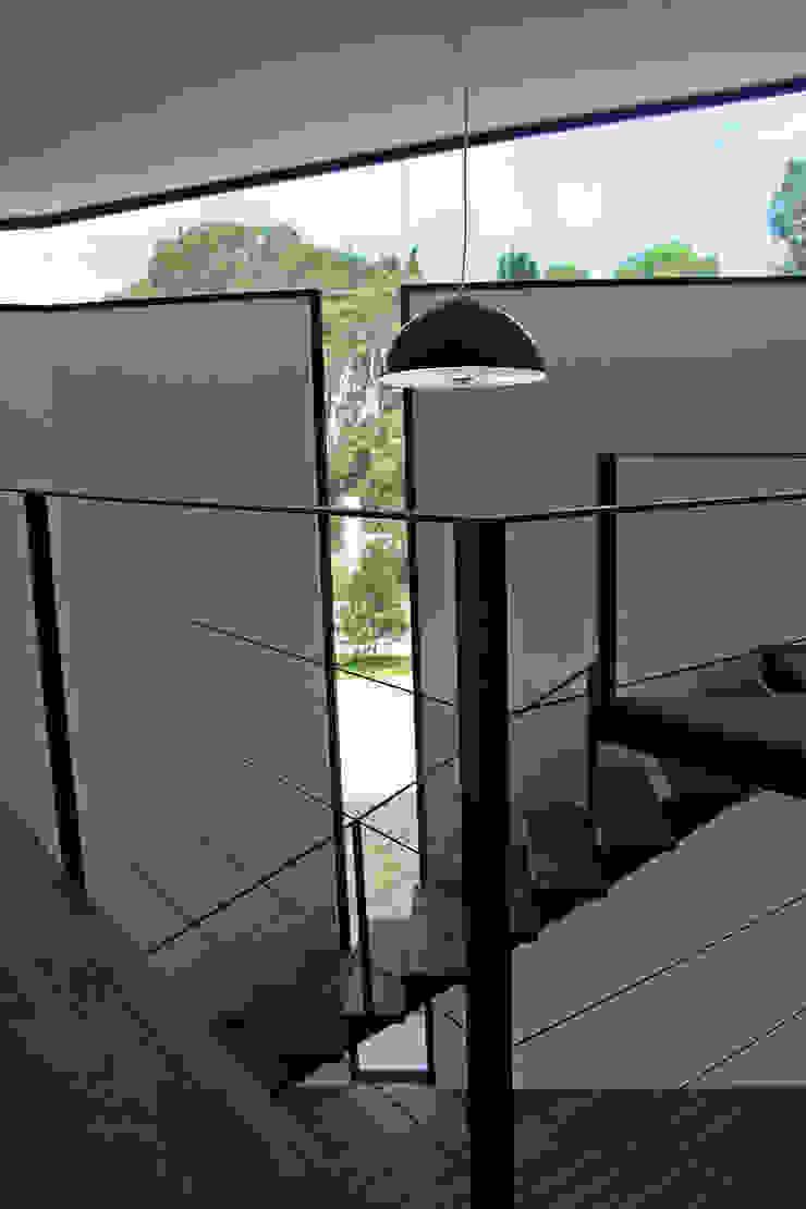 Narda Davila arquitectura Modern study/office Iron/Steel White