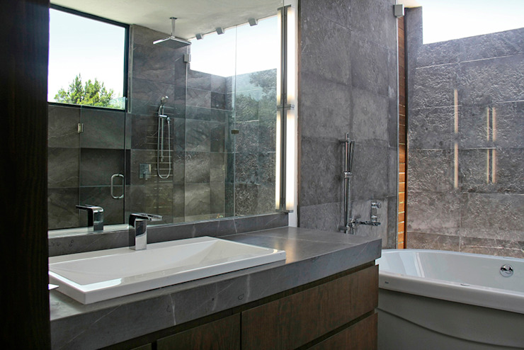Narda Davila arquitectura Modern bathroom Marble Grey