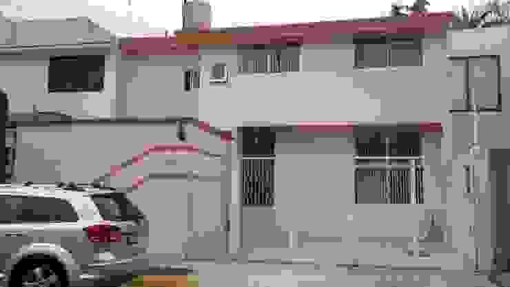 CASA LOMAS DE STA. CRUZ NAUCALPAN EDO. DE MEXICO Casas modernas de LOGE ARQUITECTOS Moderno Ladrillos