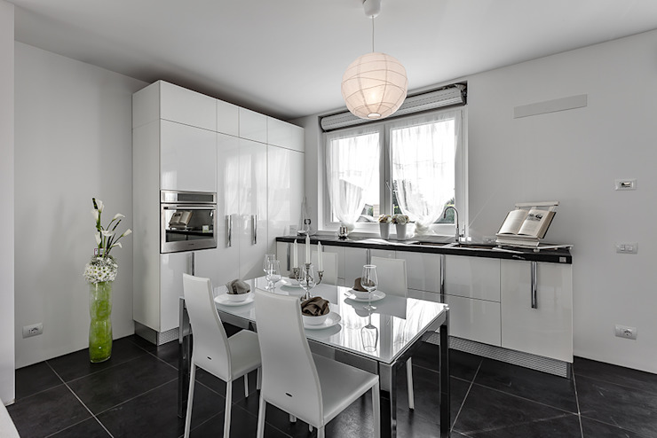 Home Staging in villa pavese & Open House Cucina moderna di Gabriella Sala Design Moderno