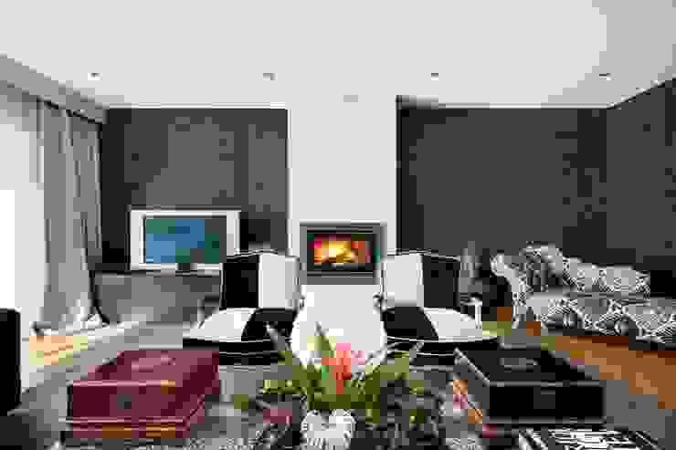 Moderne woonkamers van 3L, Arquitectura e Remodelação de Interiores, Lda Modern